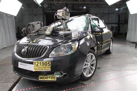 crash test siege auto 2013 2017 buick verano safety review and crash test ratings
