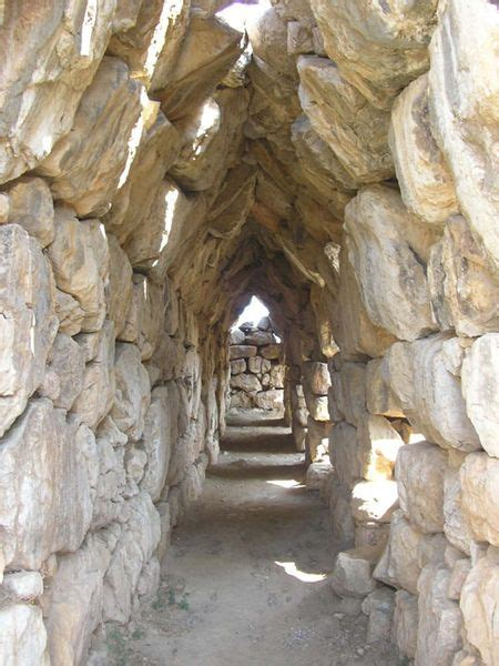 mycenaean residential architecture palaces  ordinary