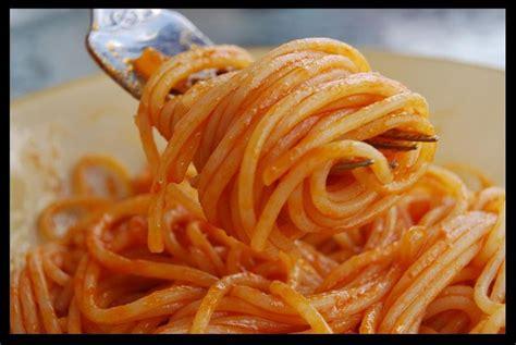 recette filmee des pates  la sauce tomate tunisienne