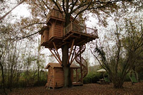 chambre cabane dans les arbres cabane des merveilles nidperché constructeur de cabane