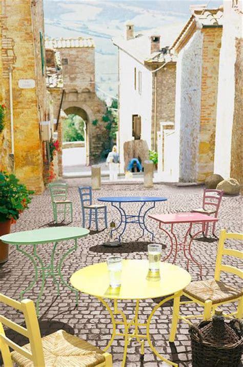 mediterraner einrichtungsstil materialien farben und