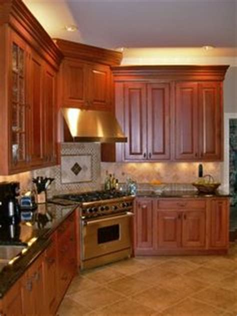 mahogany maple kitchen cabinets maple cabinets black granite tops and travertine 7323