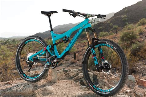 Pivot Makes New Mach 6 Enduro Bike Longer, Lower
