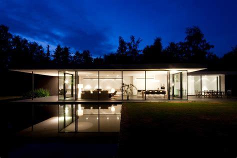 Ultra Modern Glass House Architecture
