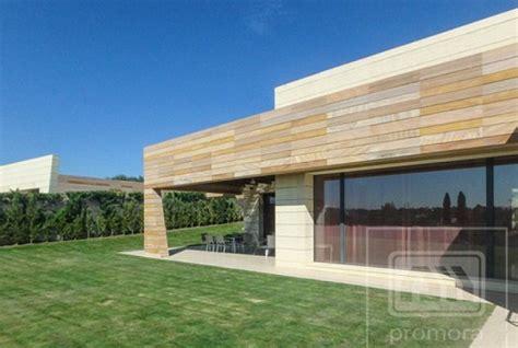 ronaldo opens  doors    mansion