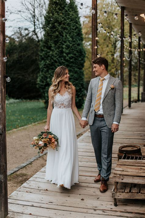 Check out our hochzeitskleid selection for the very best in unique or custom, handmade pieces from our dresses shops. Brautkleid Boho Vintage Hochzeitskleid ...