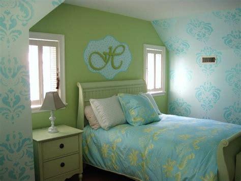 teenage girls room  washed damask stencil