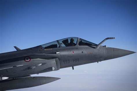 french jets launch air strike  isis forces  iraq