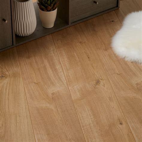 b q kitchen laminate flooring gladstone oak effect laminate flooring 1 996 m 178 pack 4227