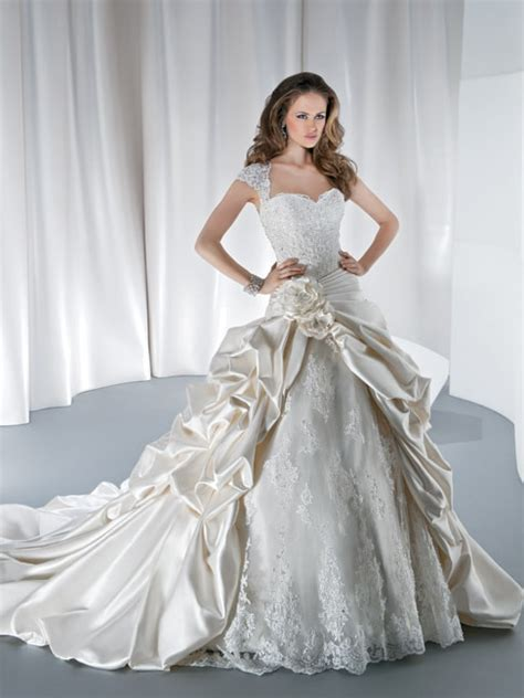 queen wedding dress lace cap sleeve ball gown long tail
