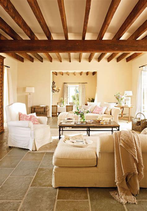 salon muy calido en  areas comuns casas de campo decoracion de unas  casas modernas