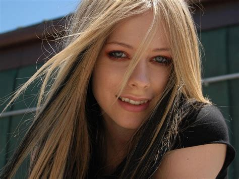 Avril Lavigne Hot Photo Gallery