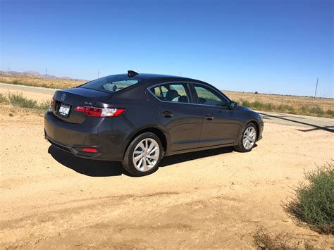 review the acura ilx swears it s trying to be something