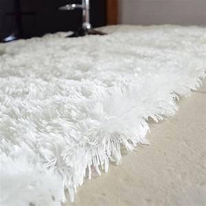 tapis pop poils longs blanc neige decowebcom With tapis blanc poil long