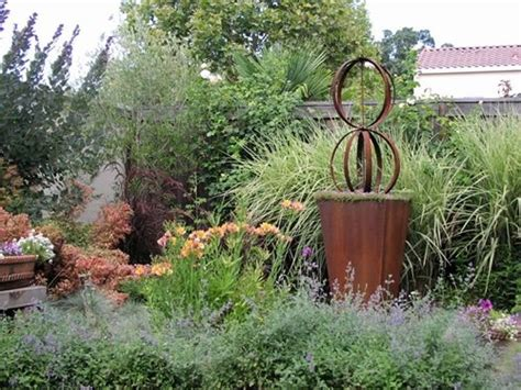 Garden Art : Garden Sculpture Ideas