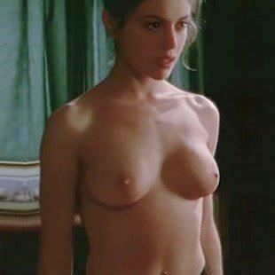 Shinas nackt Sofia  Mad Porn