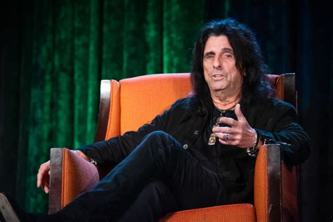 rock legend alice cooper helps  council  recovery