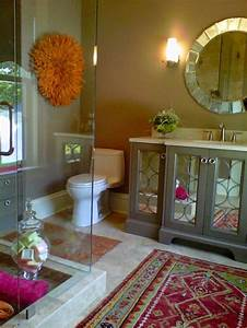 Love, That, Pop, Of, Rug, Color, In, A, Neutral, Bathroom
