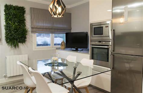 cocina blanca moderna  mesa de comedor cocinas suarco