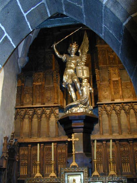 fichier 200506 mont michel 40 statue michel jpg wikip 233 dia