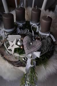 Adventskranz Basteln Modern : die besten 25 adventskranz holz ideen auf pinterest adventskranz ideen deko weihnachten und ~ Markanthonyermac.com Haus und Dekorationen