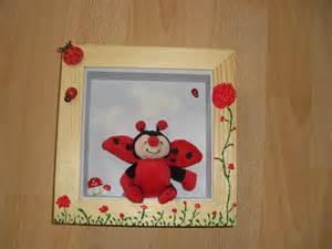 cadre pour chambre bebe cadre en bois pour chambre de b 233 b 233 bois naturel vernis et gris clair d 233 coration pour enfants