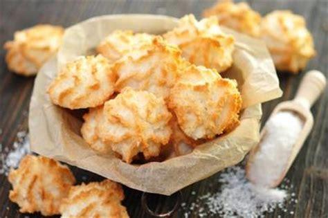 leichte weihnachtsplätzchen rezepte kokosmakronen mit zucker und kokosraspeln rezept mit bild kochbar de