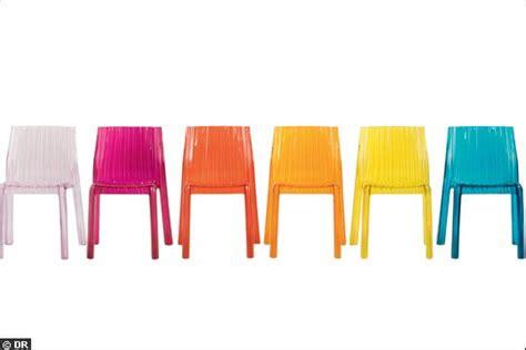 chaises colorées des chaises flashy