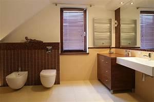 Badezimmer Mit Schräge : ein bad mit schr ge die perfekte l sung raumax ~ Lizthompson.info Haus und Dekorationen