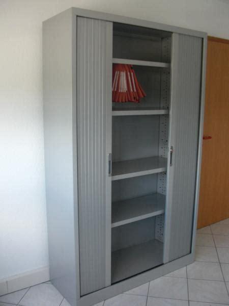 armoire de bureau porte coulissante idée armoire de bureau a porte coulissante