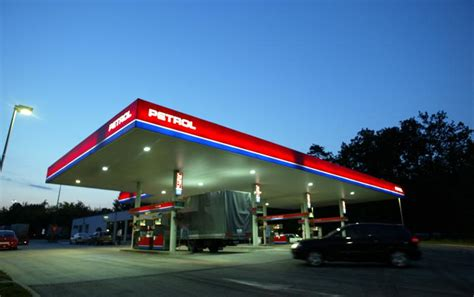 slovenias petrol  majority stake  geoplin divests