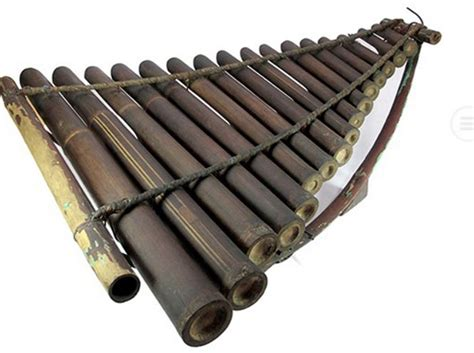 Angklung merupakan alat musik yang populer dan sudah go kecapi atau biasa disebut kacapi merupakan alat musik tradisional jawa barat yang dipakai sebagai alat musik utama dalam tembang sunda. Alat Musik Melodis - Pengertian, Fungsi, Jenis, Contoh dan Gambar   dosenpintar.com