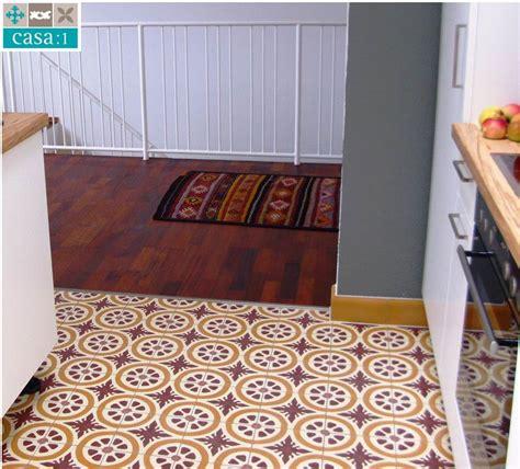 Einfamilienhaus Kapelle Mit Zementfliesen by Casa 1 Gelungene Kombination Mit Holz Wieder Ein