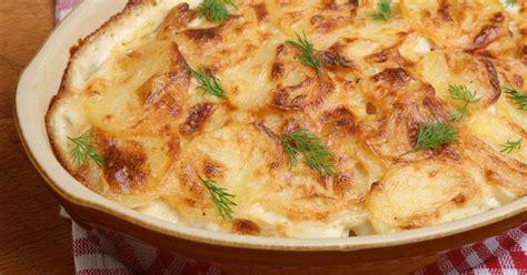 Sātīgai un gardai maltītei - karaliskie kartupeļi ar biezpienu. Kādēļ karaliskie? Jo ļoti sātīgi ...