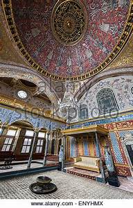 Imperial Throne Room in the Harem of Topkapi Palace ...