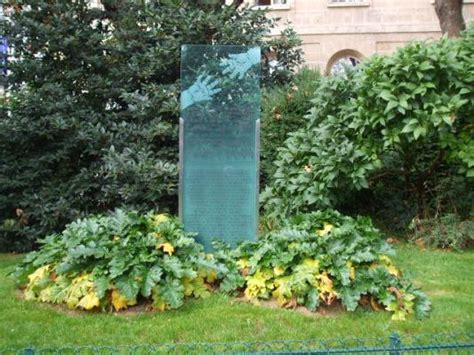 Stèle Du Jardin Villemin #paris 10 #75 #75010 Httpbit
