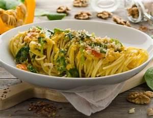 Pasta Mit Hokkaido Kürbis : spaghetti mit k rbis waln ssen und blattspinat rezept ~ Buech-reservation.com Haus und Dekorationen