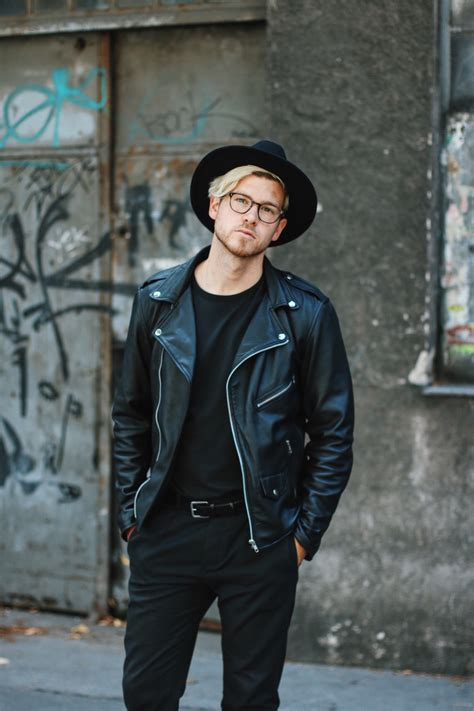 All Black Minimalism | Viennese Hipster Style
