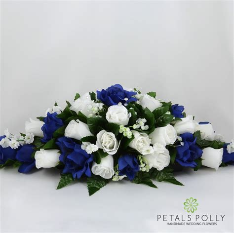 navy blue white rose top table decoration