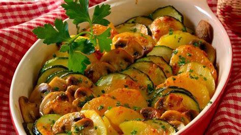 aufläufe mit kartoffeln zucchini auflauf rezept mit kartoffeln und chignons