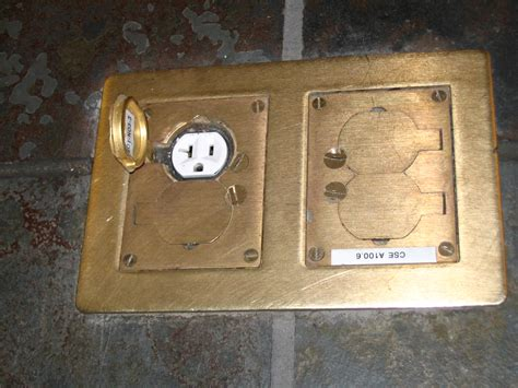 outlet flooring file electrical outlet in floor jpg wikimedia commons
