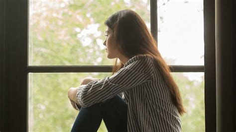 Signs and Symptoms of Chronic Loneliness | Cigna