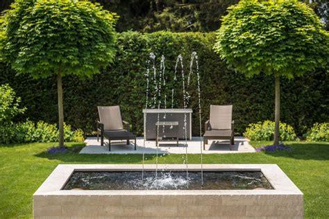 Erholung Im Garten Dank Springbrunnen Galanet