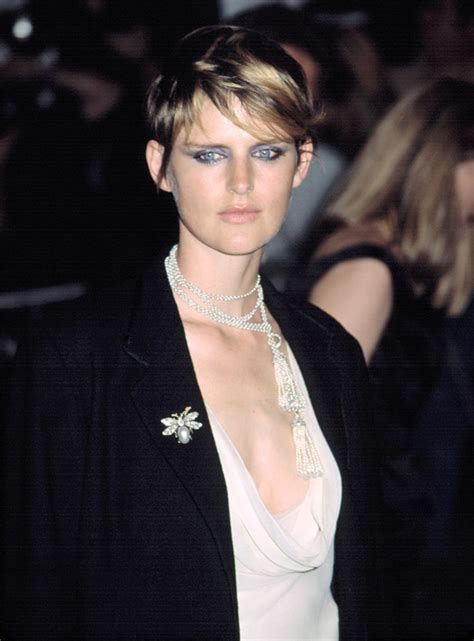 9 Famous Models with Short Hair: Short Haired Beauties