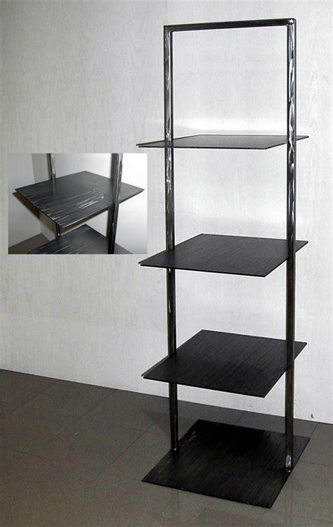 scaffali design produzione e vendita scaffalature per negozi scaffali