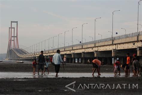 tiket masuk wisata jembatan suramadu  surabaya kota