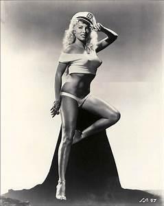 Vintage Burlesque Performers - Hot Girls Wallpaper