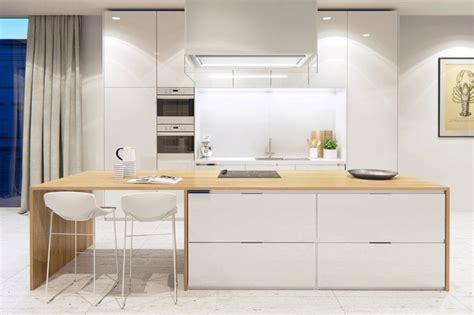 ilot cuisine bois cuisine en bois moderne et blanche en 33 exemples