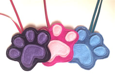 ornament 10 felt paw 30 days of ornaments while walking my dogs