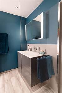 Bad Spiegelschrank Holz : bad spiegelschrank klein licht gunstig konfigurator badezimmer und holz steckdose schiebetur ~ Frokenaadalensverden.com Haus und Dekorationen